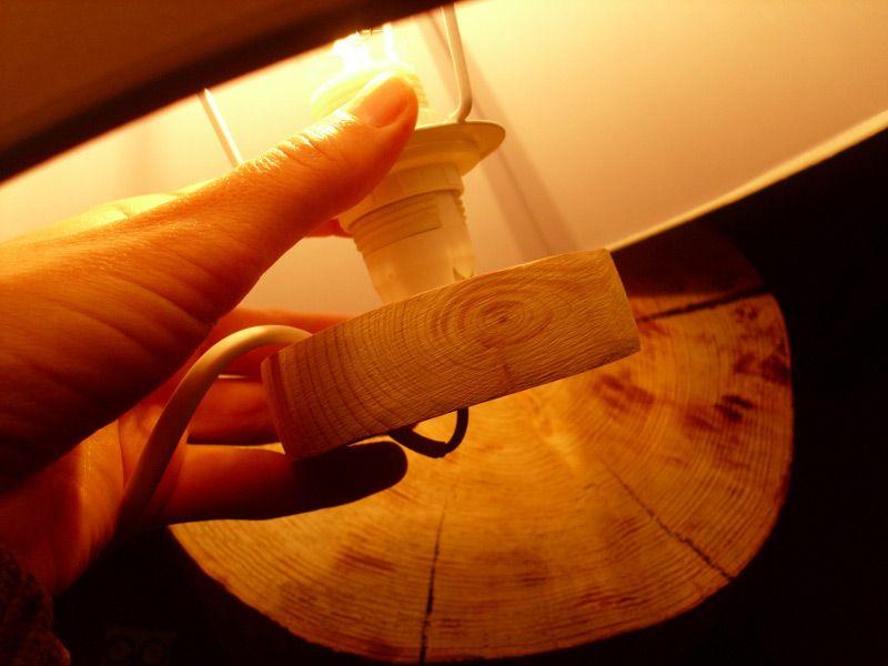 Svetilka s steklenim kozarcem