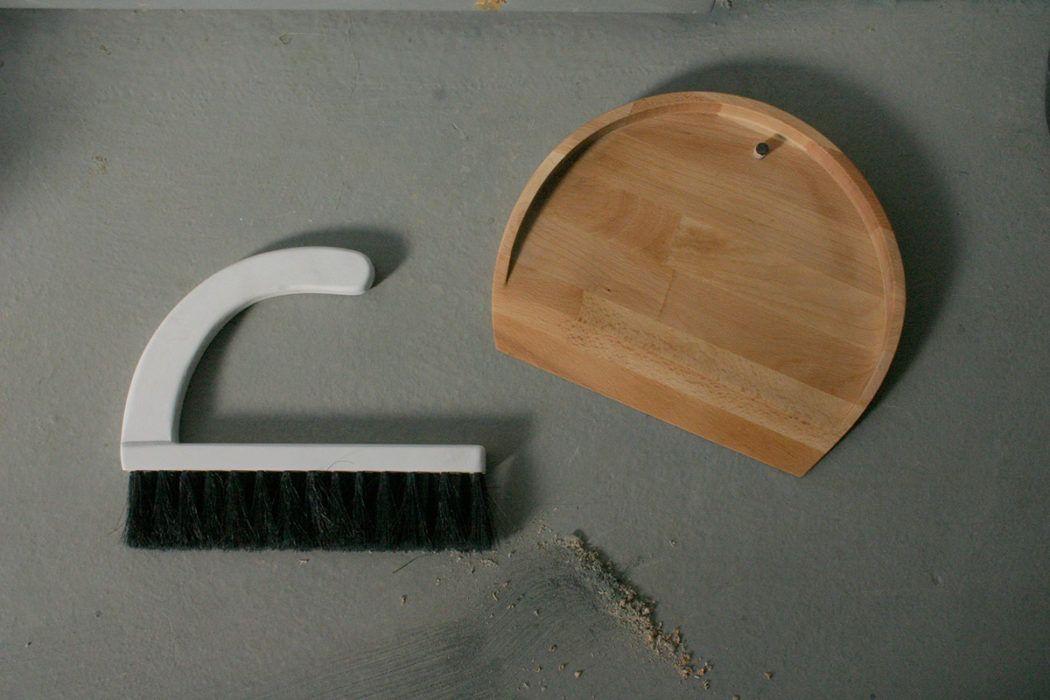 Lesena smetišnica in omelce – Atelje Mali