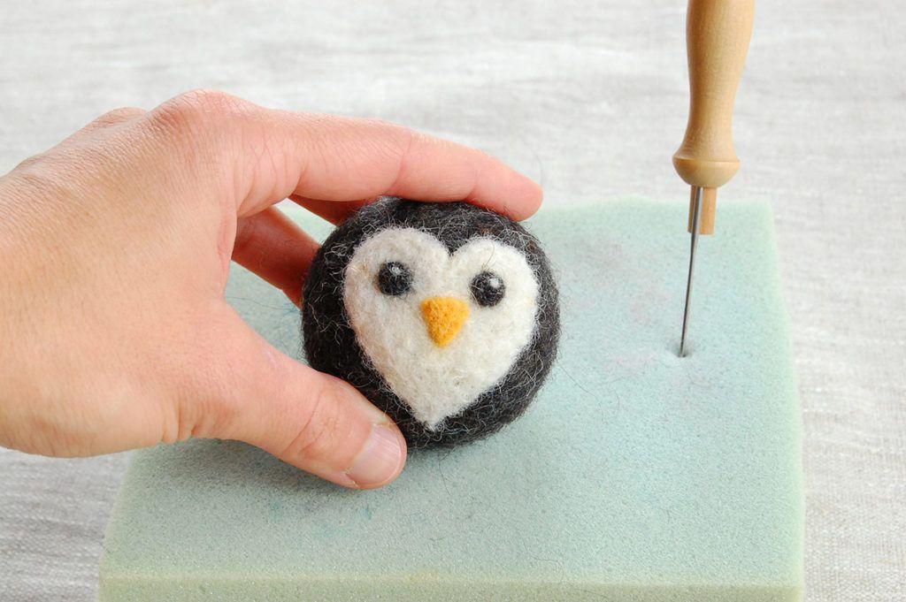 DIY: Pingvin v tehniki polstenja z iglo