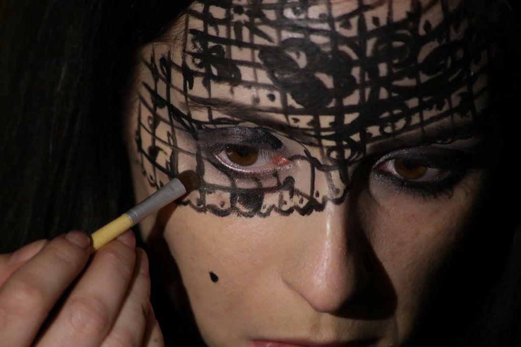 DIY: Pustna maska Črna čipka