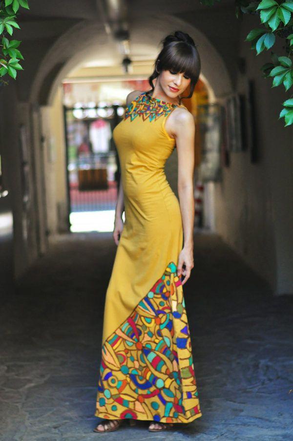 Jana Govedič: Umetniška oblačila z ornamenti, ki predstavljajo misli in čustva