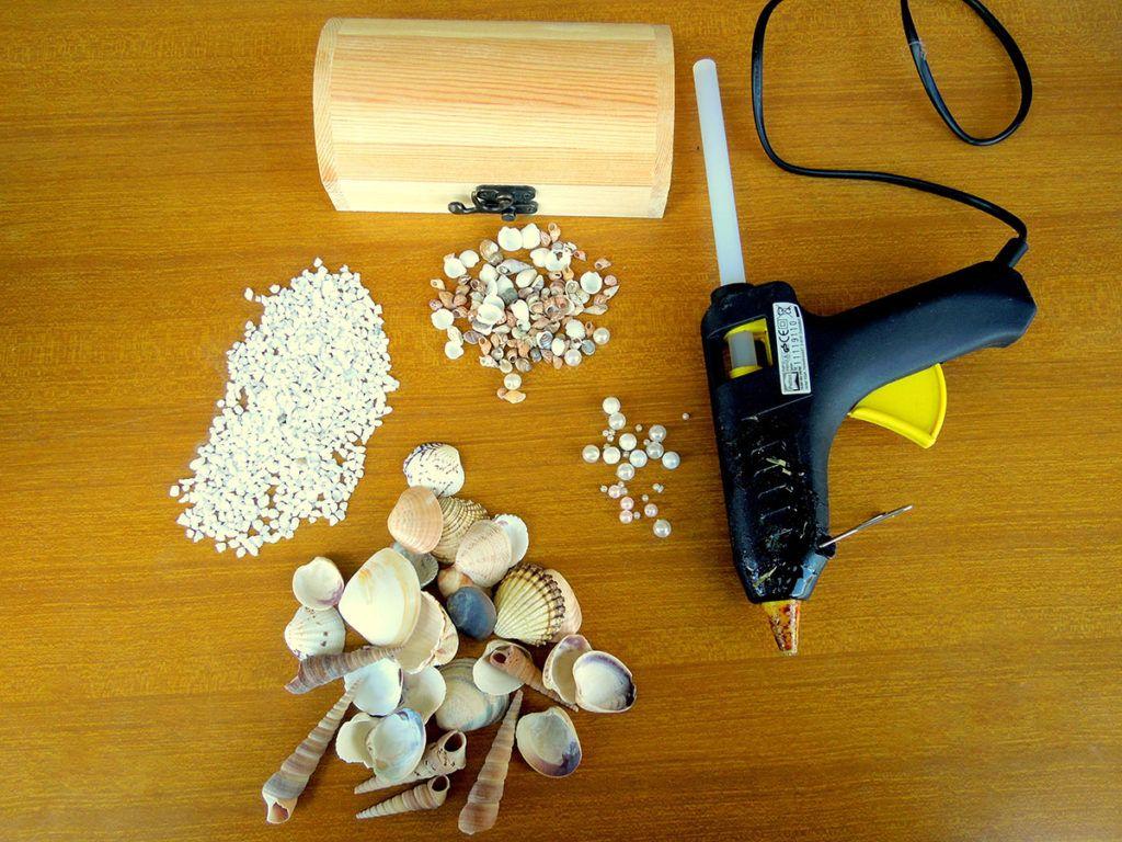 DIY: Skrinjica s školjkami – potrebščine