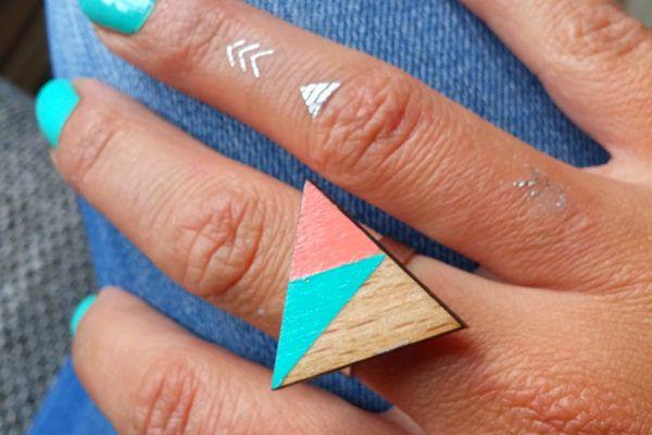 Ana Bučar: Simpatični miniaturni uhančki iz lesa