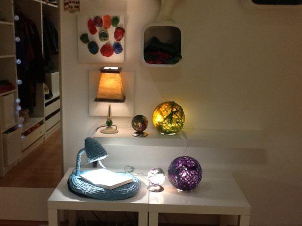 Drugačen pogled na ambinetalno svetlobo na razstavi pletenih luči