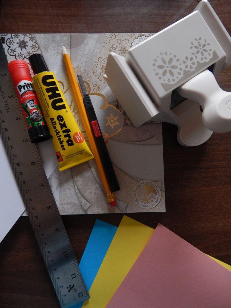 DIY: Voščilnica z žepki za drobne pozornosti – potrebščine