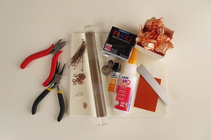 DIY: Ogrlica iz polimerne mase in lističev za pozlato – potrebščine