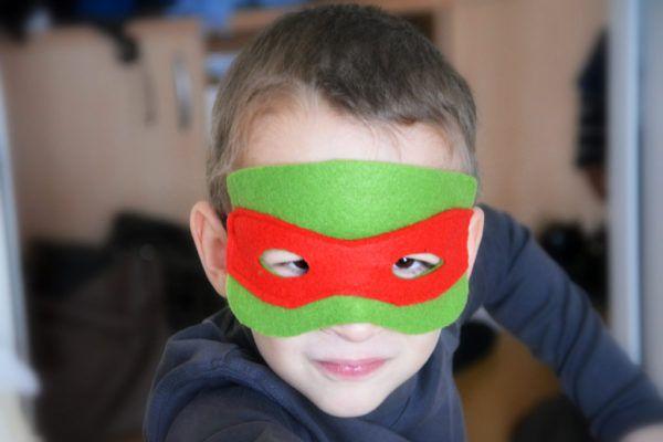 Naredi sam paketki obraznih pustnih mask iz filca
