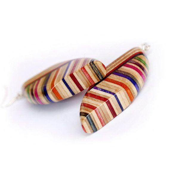 Leseni nakit z barvnim plastenjem
