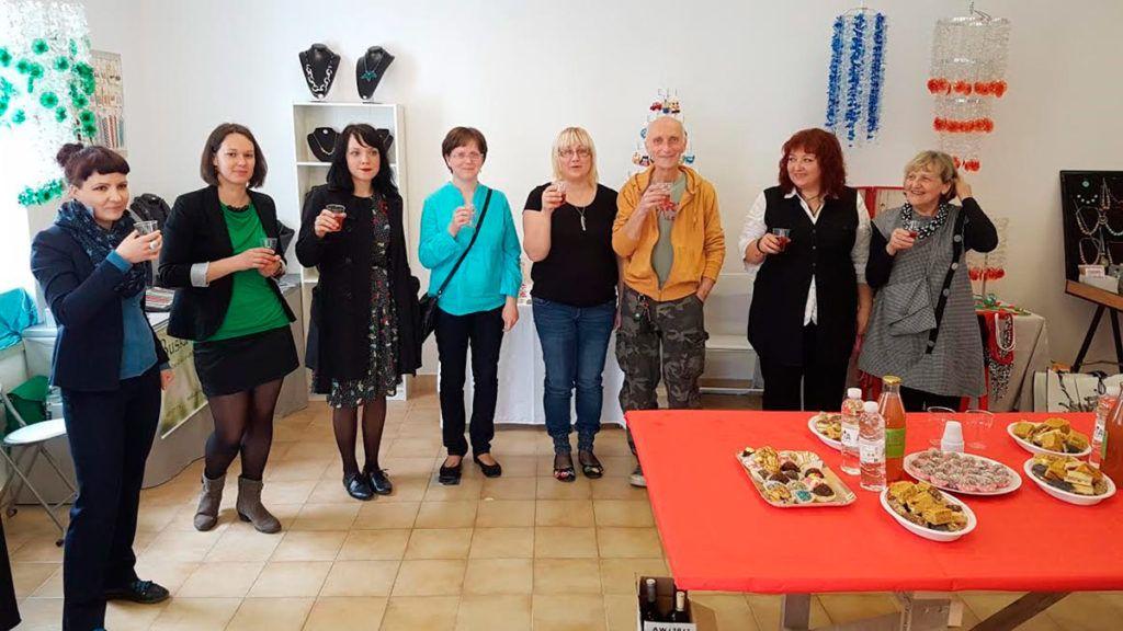 Tamara Kemper, Maja Tor, Teja Gvardjačič, Polona Kovač, Tanja Stopar Grgič, Jon Hatfull, Taša Turk in Ana Jug