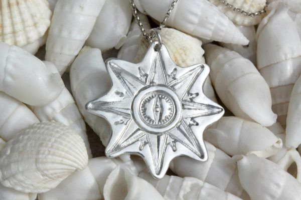 Mateja Komel: Lepote morskega sveta je ujela v nakit iz srebrne gline
