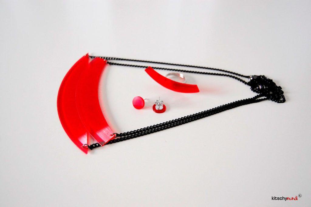 Recikliran nakit iz barvnih gramofonskih plošč