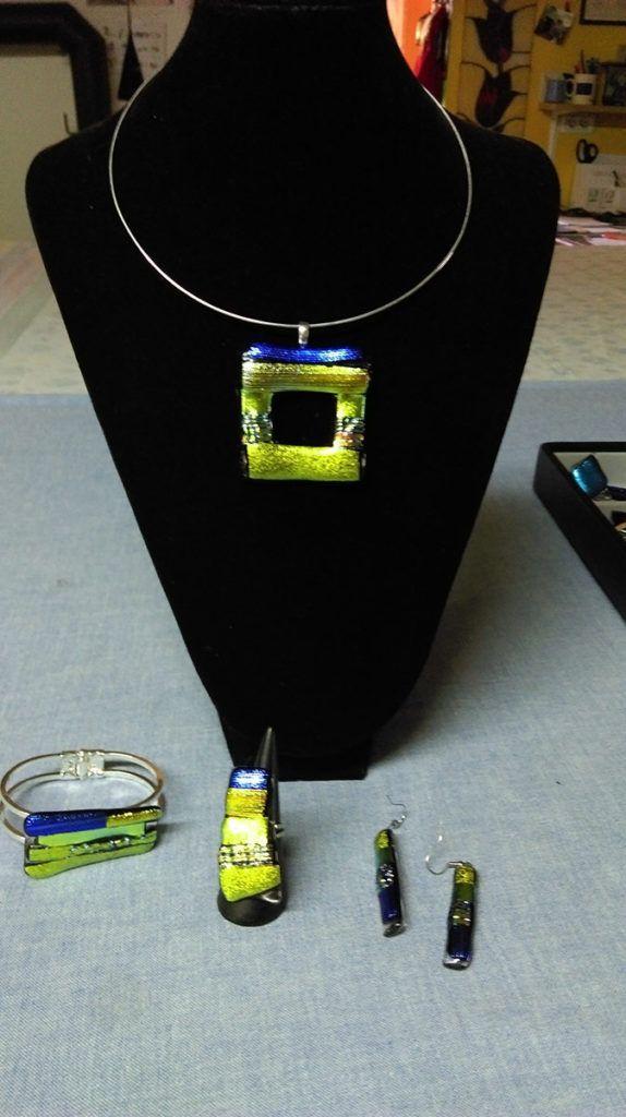 Duša Sušnik: Posveča se izdelavi posebnih kosov steklenega nakita