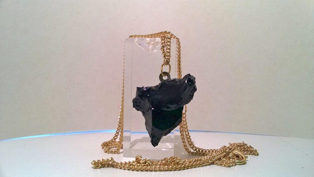 Marjeta Hribar: Ustvarja nakit iz 'črnega zlata'