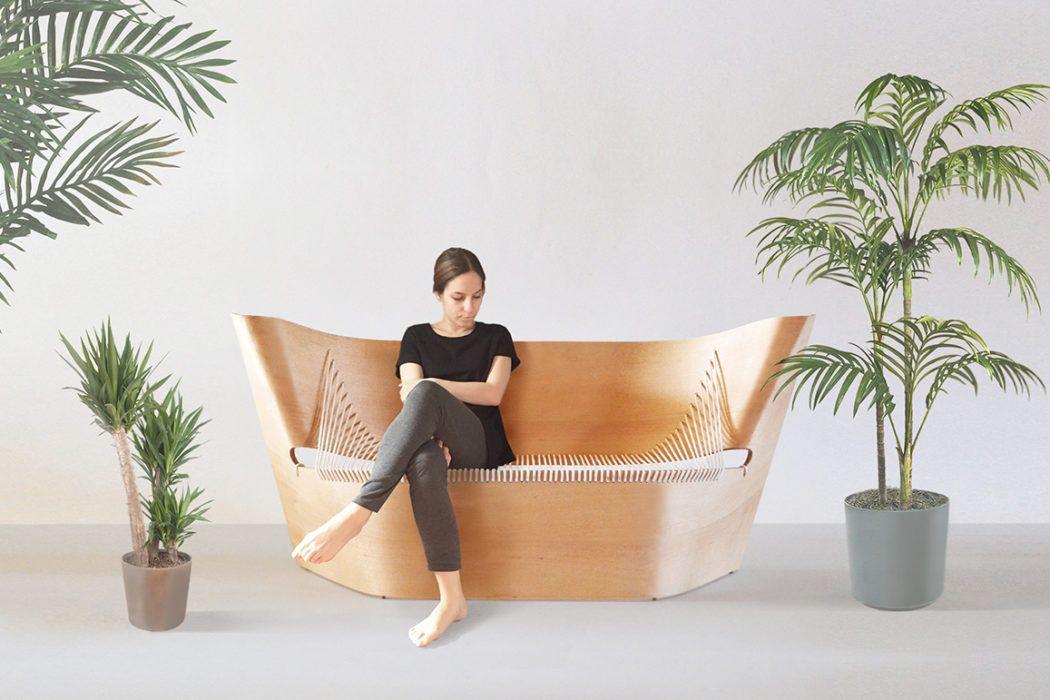 Lahkotnost sedenja na upognjenem lesu in vrvi