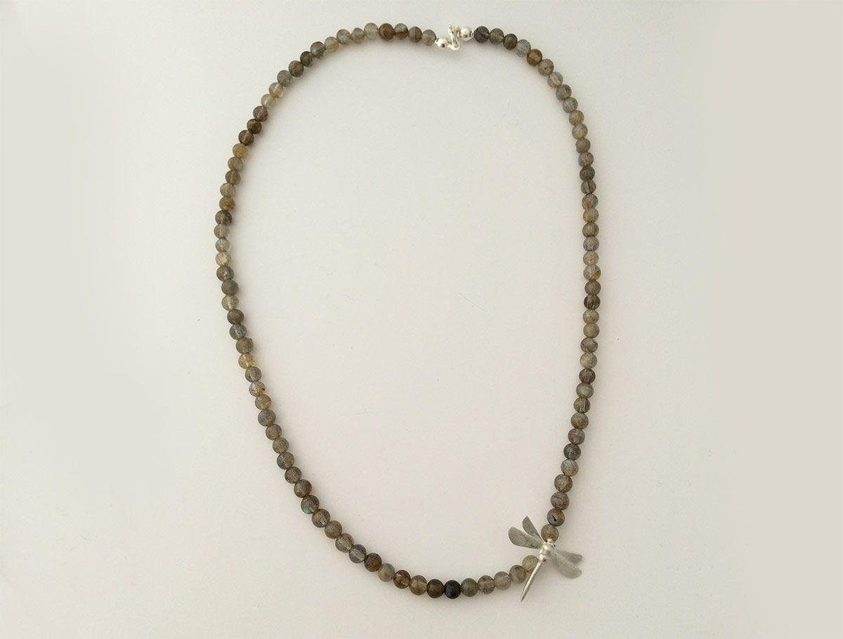 Martina Obid Mlakar in Nataša Grandovec: Ročno izdelan srebrn nakit z izrezovanjem, tolčenjem, spajkanjem
