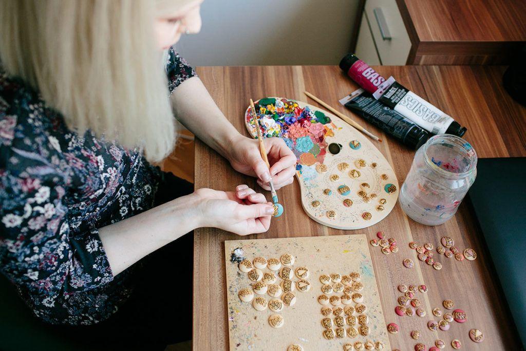 Teja Pintarič: Kvačkanje v novejših kolekcijah uporablja samo kot detajl