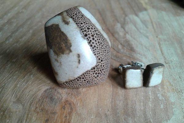 Eva Novak: Turkizni, rjavkasti in zeleni odtenki glazur glino bogatijo