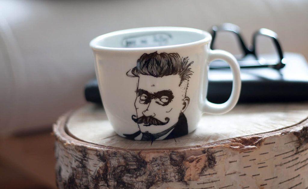 Pisatelji in poeti na skodelicah