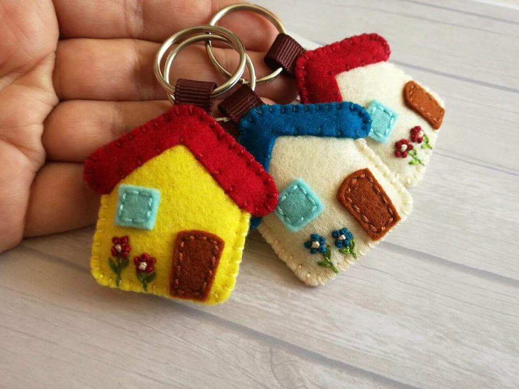 Strastna ustvarjalka šiva po vseh možnih kotičkih svojega doma