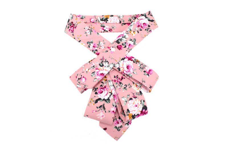 Metka Tratnik: Modna kravata za ženske