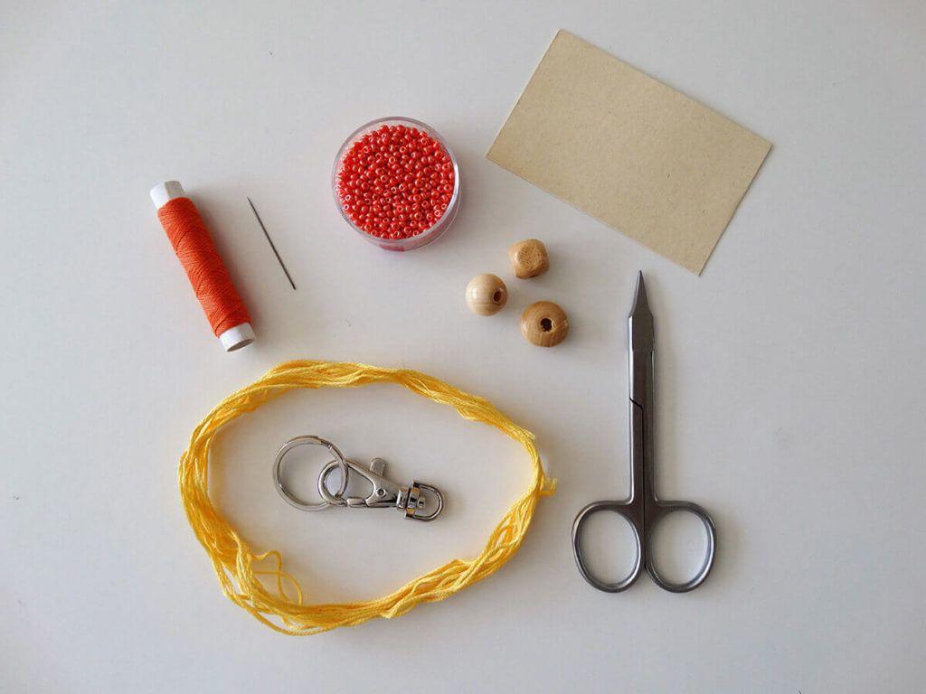 DIY: Obesek za ključe s cofom