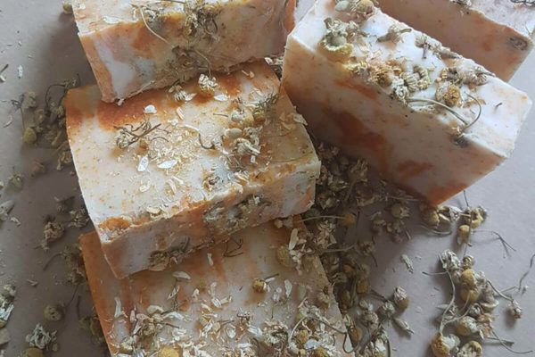 Anja Bordon: Naravna kozmetika v leseni embalaži