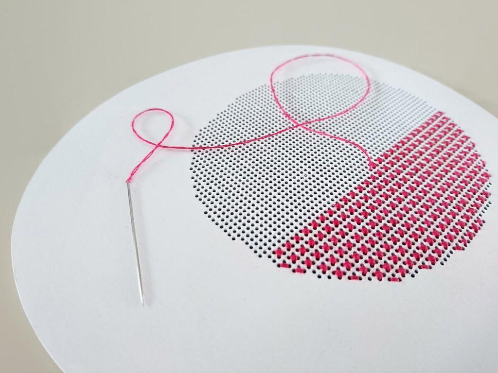 Jana Mršnik: Oblikovanje tekstilij prepleta z različnimi ustvarjalnimi področji
