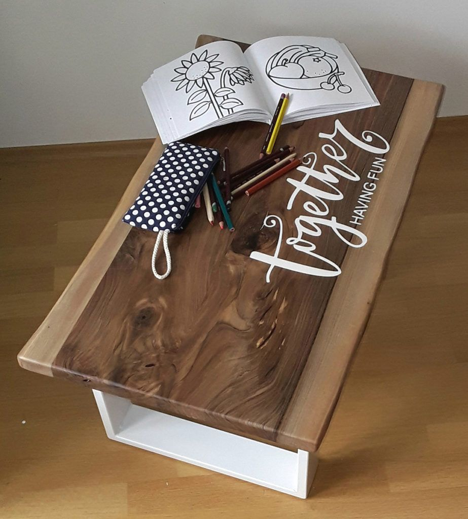 Miza s personaliziranim napisom